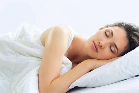 女性裸睡好吗?女性经常裸睡的5个好处