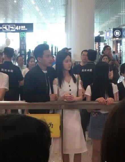 刘恺威疑似新恋情曝光,与相差19岁的陈都灵贴身紧搂亲密无间-第2张图片-爱薇女性网
