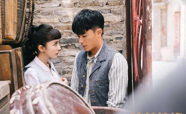 刘恺威疑似新恋情曝光,与相差19岁的陈都灵贴身紧搂亲密无间-第4张图片-爱薇女性网