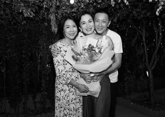 韩庚发文甜称我的爱人为卢靖姗庆生,二人更有夫妻相-第3张图片-爱薇女性网