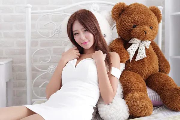 女生默认你可以睡她的行为,女人给你的5条性暗示-第3张图片-爱薇女性网