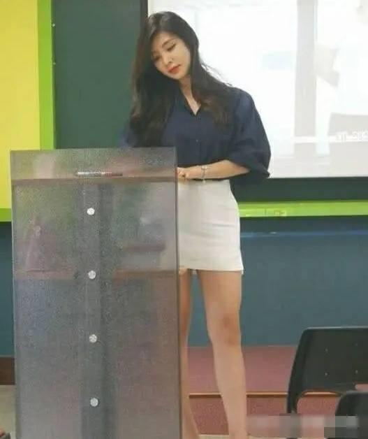 口述我和年轻女老师的激情往事,那一次我进入了老师的房间