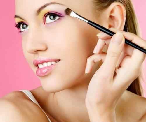 日常生活有什么不良的化妆习惯不由自主早就渐渐地的浸蚀着你的肌肤