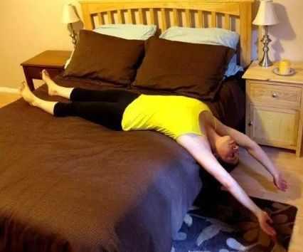 5个睡前瑜伽动作,助眠、瘦身,又养颜