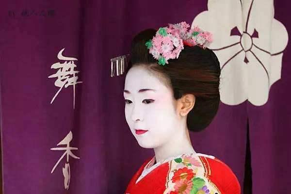 歌舞伎面谱综合征,长得太漂亮可能也是种病-第3张图片-爱薇女性网
