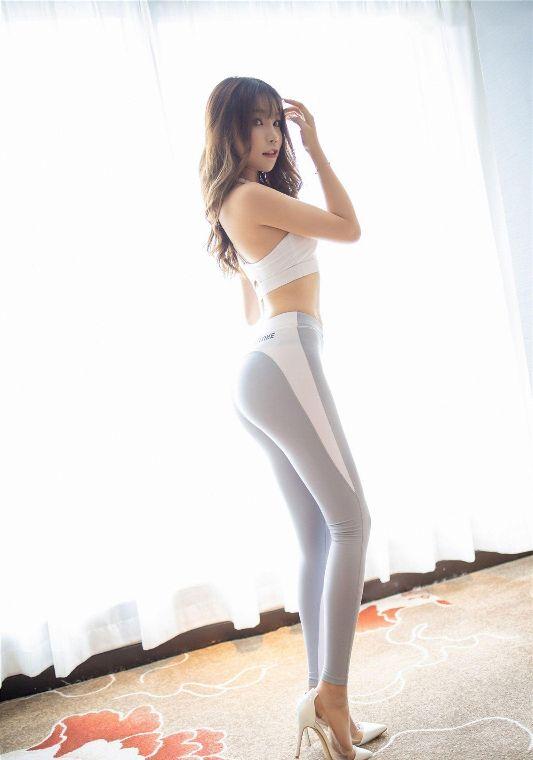 同样都是紧身裤,瑜伽裤外穿更能吸引人们的目光-第4张图片-爱薇女性网