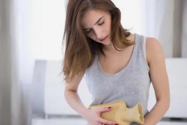 月经期间的注意事项有哪些:要勤换卫生用品,并且注意身体保暖-第3张图片-爱薇女性网