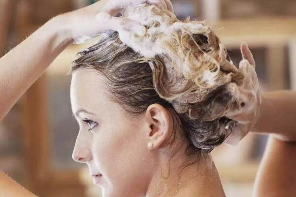 月经期间能不能洗头:可以洗,但要尽量减少洗头次数