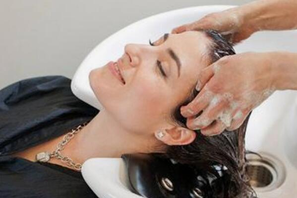 月经期间能不能洗头:可以洗,但要尽量减少洗头次数-第3张图片-爱薇女性网